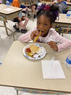 2nd grader eating food
